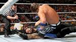 Pelea entre Roman Reigns y AJ Styles continuó fuera de cámaras