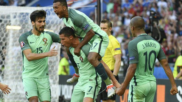 404409522cf71 Cristiano Ronaldo marcó de taco el mejor gol de la Eurocopa Francia ...