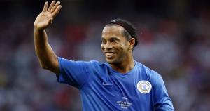 Ronaldinho llegó al Perú, otra vez, para defender la camiseat de Cienciano del Cusco.