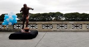 En Buenos Aires inauguraron una estatua de bronce en honor a Lionel Messi. (Reuters).
