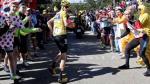 Tour de Francia: ciclista se chocó con una moto y acabó corriendo la carrera - Noticias de julio quintana