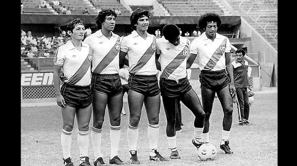 Eduardo Malásquez (segundo de la izquierda) y Franco Navarro (centro) formaron uno de los mejores equipos de Deportivo Municipal en la historia. (USI)