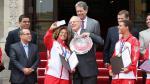 Surf: campeones mundiales recibieron homenaje por Pedro Pablo Kuczynski - Noticias de miguel tudela