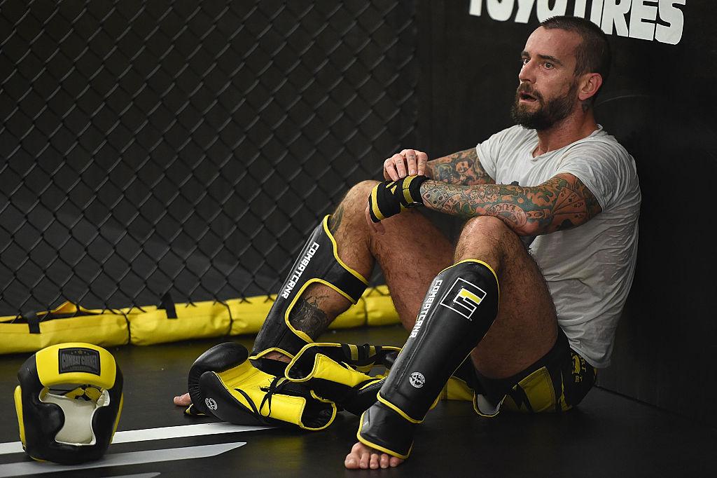 CM Punk perdió en un round en su debut en UFC