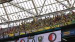 Estadio del Feyenoord fue inundado por una lluvia de peluches - Noticias de iker casillas