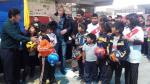 Selección Peruana: Ricardo Gareca visitó colegio en Tacna (FOTOS) - Noticias de charlas dt