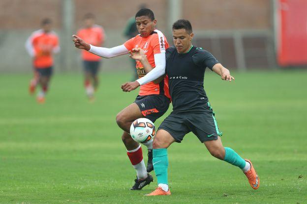 Juan Jayo dirigió práctica ante la salida de Roberto Mosquera — Alianza Lima