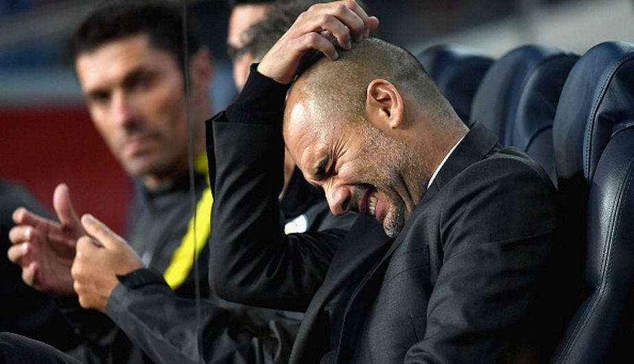 La frustración de Josep Guardiola tras caer goleado por 4 a 0 ante Barcelona. (Getty Images/AFP/Reuters)