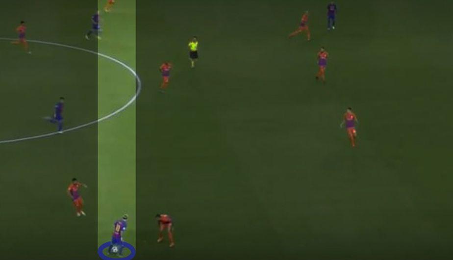 Messi recibe el balón en posición de extremo izquierdo retrasado. (Foto: Captura de TV)